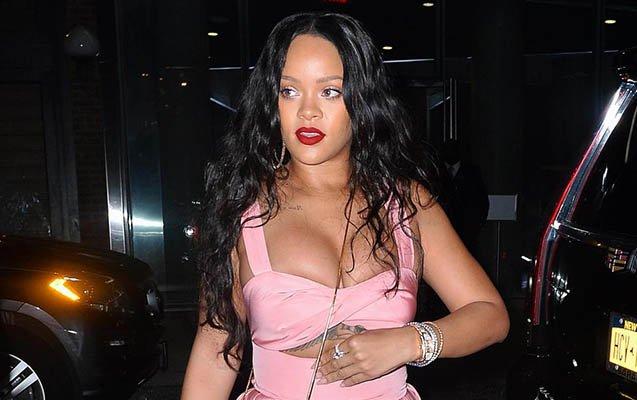 Rihanna yeni geyimi ilə gündəmə gəlib