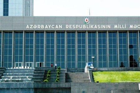 Milli Məclisin önündə etiraz aksiyası keçirilib
