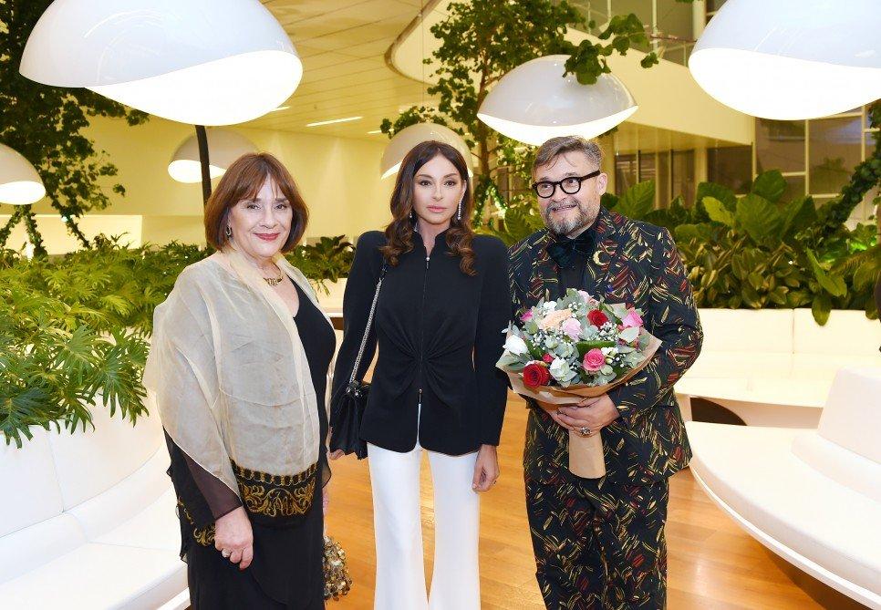 Mehriban Əliyeva moda sərgisinin açılışını edib