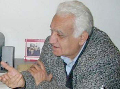 """Şair-dramaturq: """"Qanuni mənzilimi özümə verin"""""""