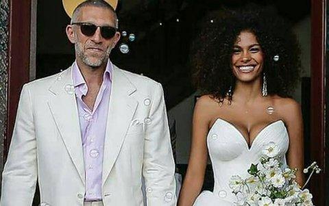 51 yaşlı aktyor 21 yaşlı model ilə evlənib