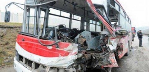 Avtobus sürücüsü zəncirvari qəza törədib