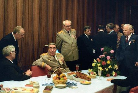 Baş katibin hobbisi - Brejnev orden və hədiyyələrlə yanaşı ov etməyi də çox sevirmiş