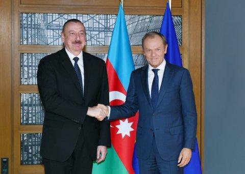 Prezident İlham Əliyev Donald Tuskla görüşüb