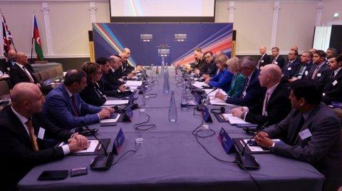 Nazir Pərviz Şahbazov Londonda enerji forumunda