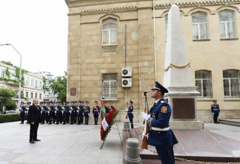 Prezident İlham Əliyev AXC-nin şərəfinə ucaldılmış abidəni ziyarət edib