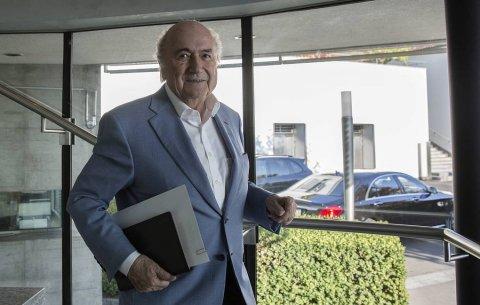 Yozef Blatter FIFA prezidentini məhkəməyə verir