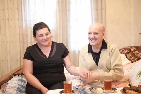 Heydər Əliyev Fondu xalq artistinə avtomobil hədiyyə etdi