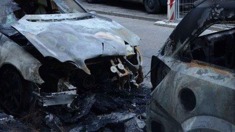 Yunanıstanda Türkiyə diplomatlarının maşınları yandırıldı