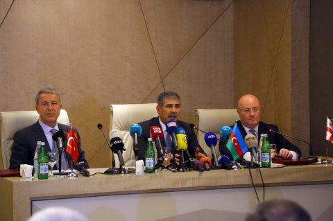 3 ölkənin müdafiə nazirləri protokol imzaladı