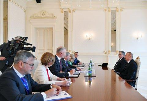 Prezident İlham Əliyev Aİ komissarını qəbul etdi