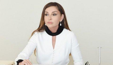 Mehriban Əliyeva məzunlara müraciət edib