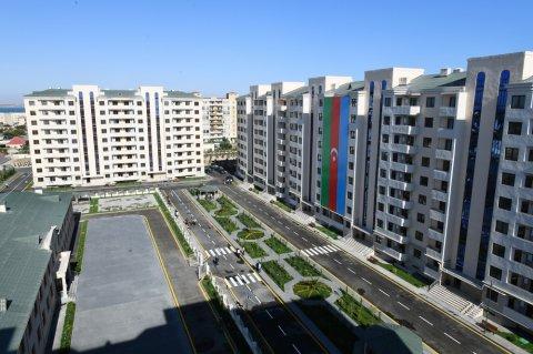 Prezident və xanımı yeni yaşayış kompleksinin açılışını ediblər