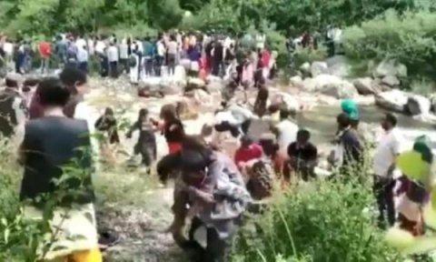 Sərnişin avtobusu su kanalına uçdu: 29 ölü