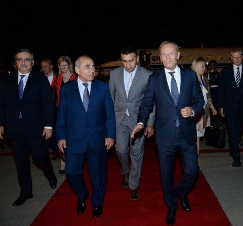 Donald Tusk Azərbaycana gəldi