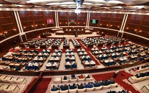 Deputatlar 35 qanunun müzakirəsini cəmi 1 saata yekunlaşdırdı