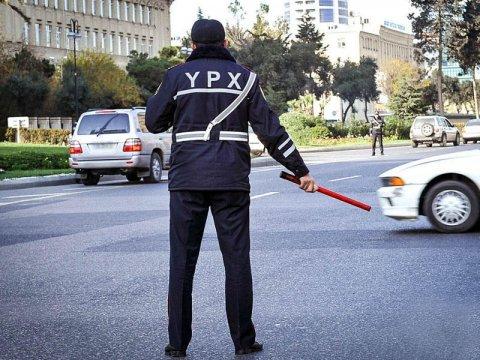 Polis saxlatdığı avtomobildən avtomat silah aşkarlayıb