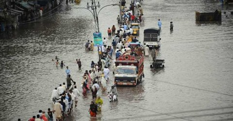 Pakistanda sel 150 evi və 2 məscidi dağıtdı - Ölənlər var