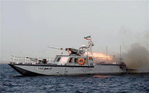 İran Fars körfəzində qanunsuz neft daşıyan gəmini saxlayıb