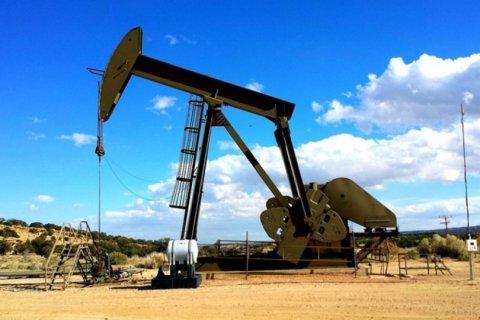 ABŞ-ın xam neft ehtiyatları azalır