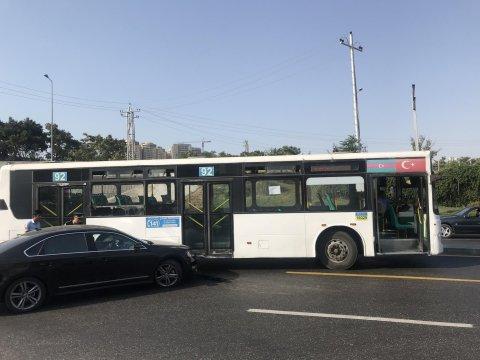 Avtobus qəzası tıxaca səbəb olub
