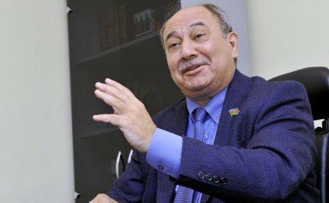 """Araz Əlizadə yenə ittiham edir: """"O qədər oğurlamışdılar ki..."""""""