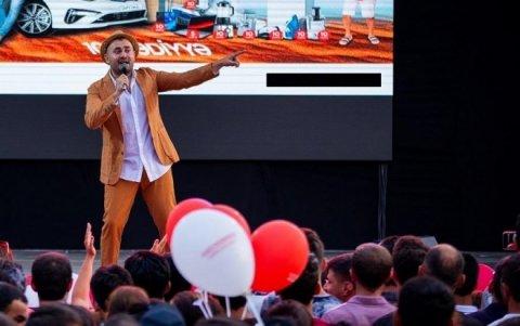 Müğənninin konserti təxirə salınıb