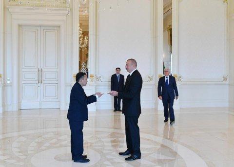İlham Əliyev iki səfirin etimadnaməsini qəbul edib