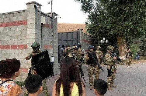 Atambayevin iqamətgahına növbəti hücum: 200 xüsusi təyinatlı yerdildi...