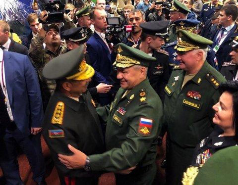 Zakir Həsənov Rusiyanın Müdafiə naziri ilə görüşdü