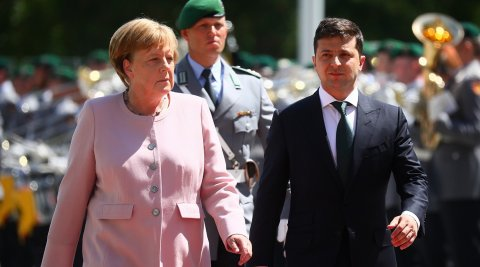 Merkellə Zelenski Ukraynadakı vəziyyəti müzakirə ediblər
