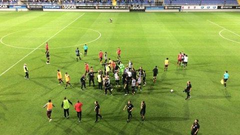 """""""Neftçi"""" -""""Sumqayıt"""" oyununda məşqçi və futbolçular arasında dava düşüb"""