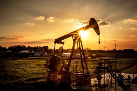 Azərbaycan avqustda gündəlik neft hasilatını 20 min barel azaldıb