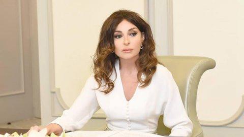 Mehriban Əliyeva şagird və valideynləri təbrik edib