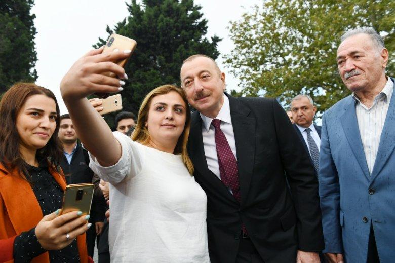 Prezident və xanımı Bakıda parkda yaradılan şəraitlə tanış olub