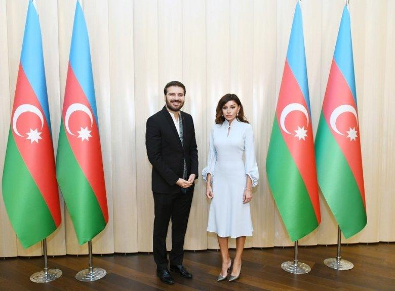 Mehriban Əliyeva Sami Yusufa Prezidentin fəxri diplomunu təqdim etdi