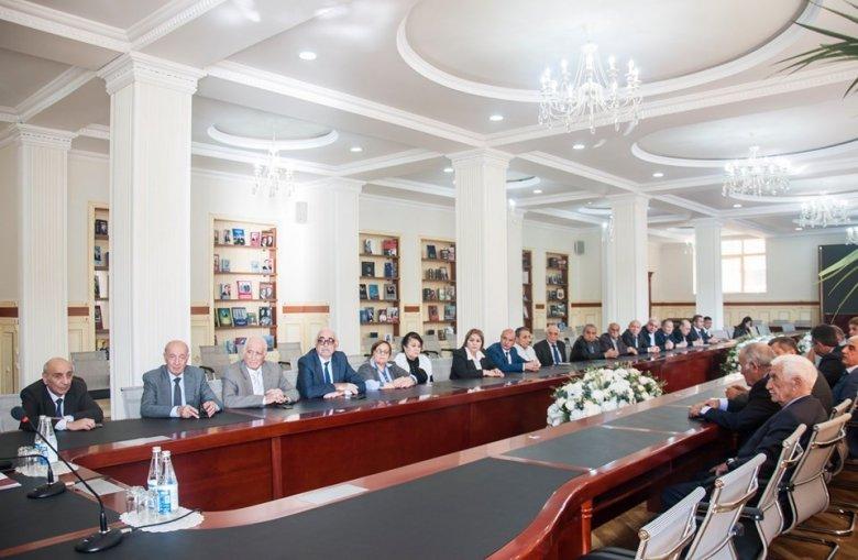 """BDU-nun rektoru """"Həmkarlar""""ın sədrini də vəzifəsindən uzaqlaşdırdı"""
