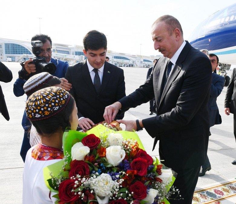 İlham Əliyev Türkmənistanda işgüzar səfərdədir