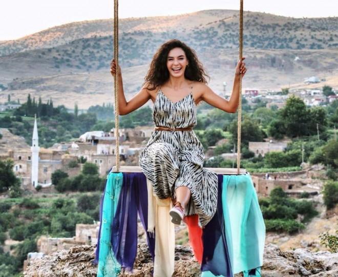 Türkiyəli aktrisa Bakıya gəlir
