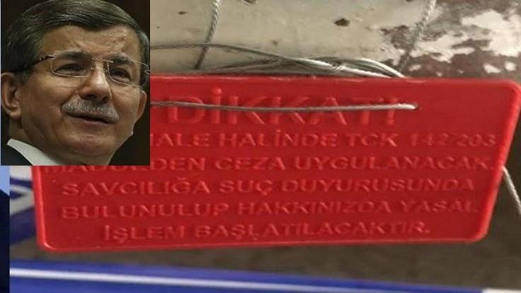 Davudoğlunun ofisinə möhür vurublar