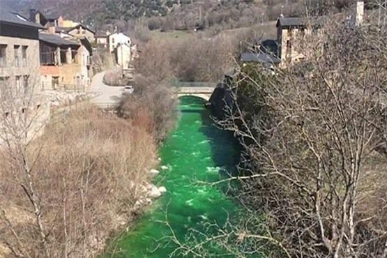 Ermənistan regionu ekoloji fəlakət həddinə çatdırır – Araz çayı bir gecədə rəngini dəyişib