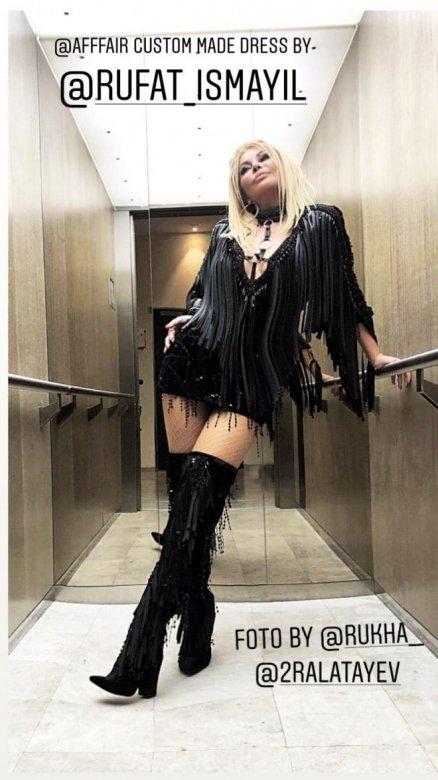 Aygün Kazımovanın liftdə çəkdirdiyi şəkillər marağa səbəb olub