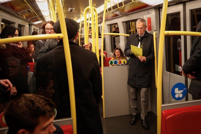 "Prezidentin metroda çəkilmiş fotosu ""like"" rekordu topladı"