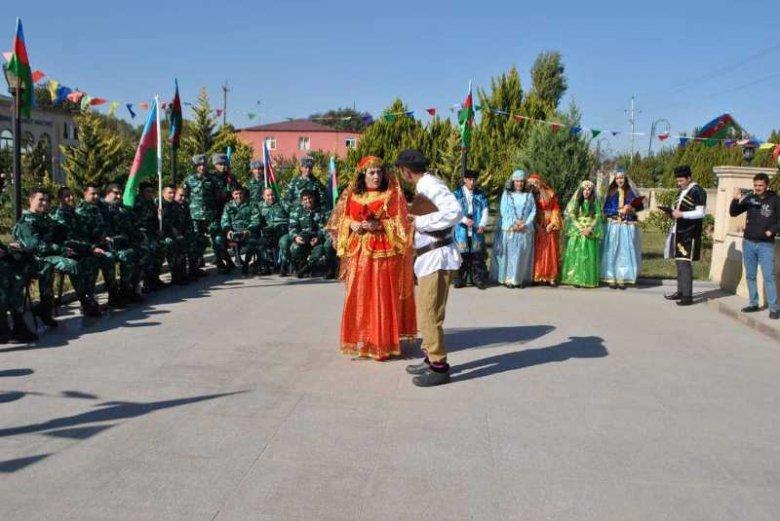 Dram teatrı cəbhə bölgəsində konsert-tamaşa təşkil edib