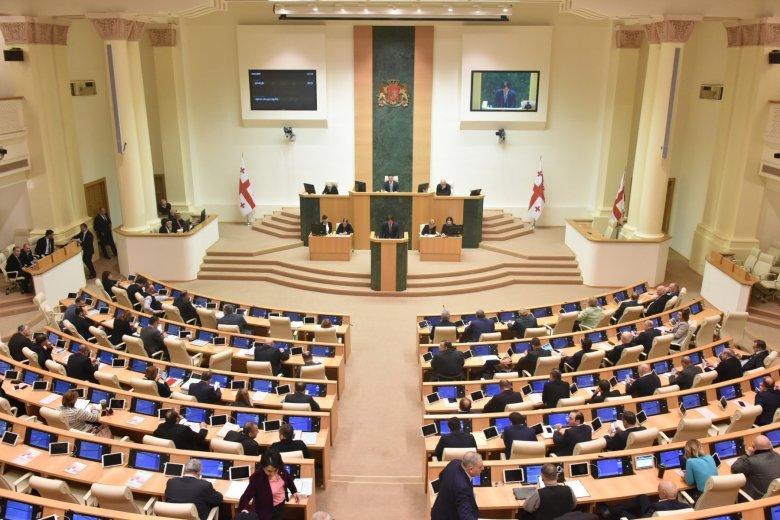 7 deputat parlament çoxluğunu tərk edib