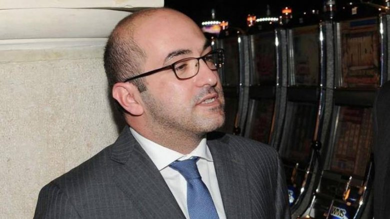 Milyarder jurnalistin qətlinə görə həbs edildi
