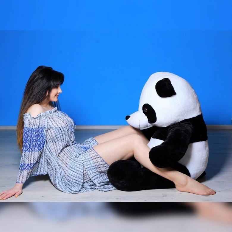 Aktrisa oyuncaq panda ilə…