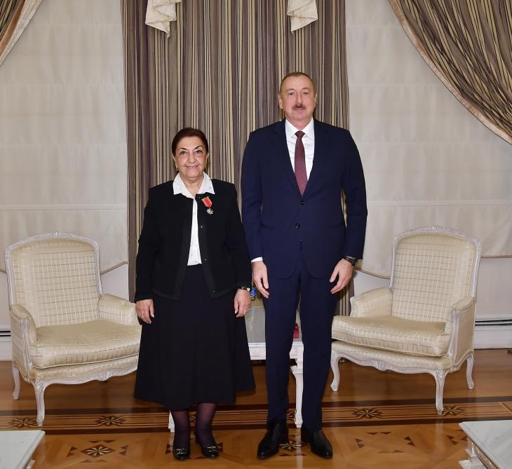 """Prezident Dilarə Seyidzadəni qəbul etdi, ona """"Şərəf"""" ordeni verdi"""