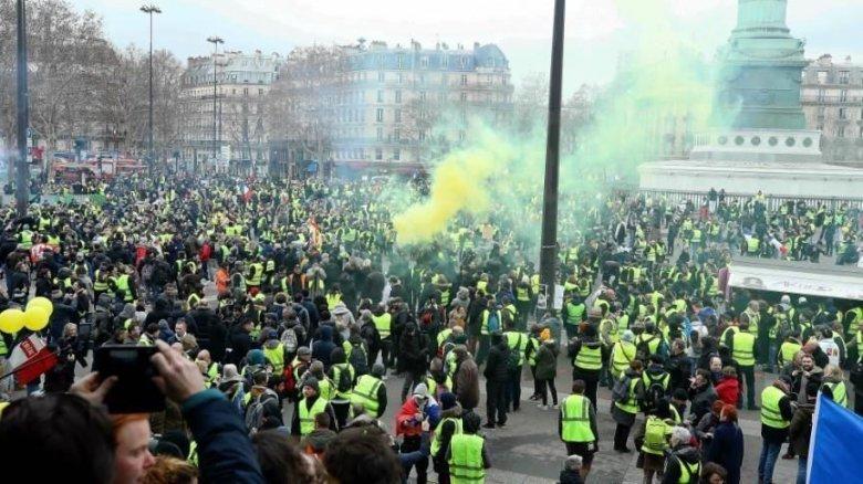 Fransada 450 min insan etiraza qalxdı - Təqaüdə görə