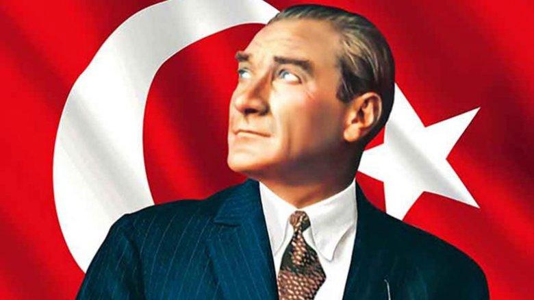 Atatürk filmdə Hitlerə bənzədilib - Türklər etiraza başlayır